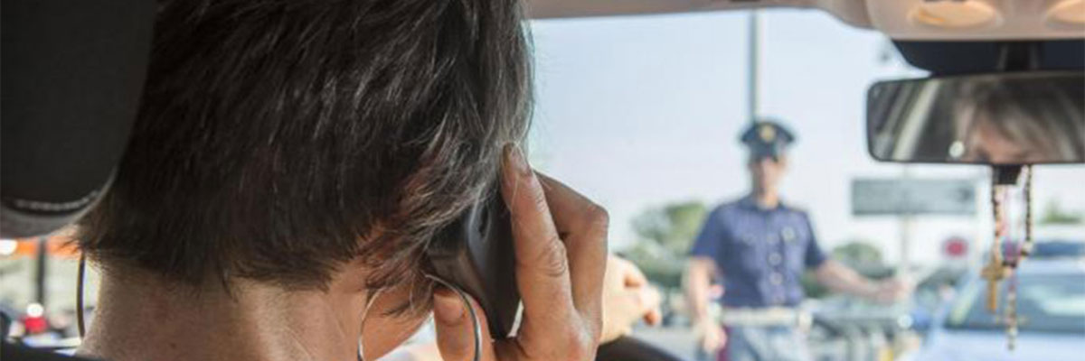 Divieto di uso del cellulare alla guida: eccezioni