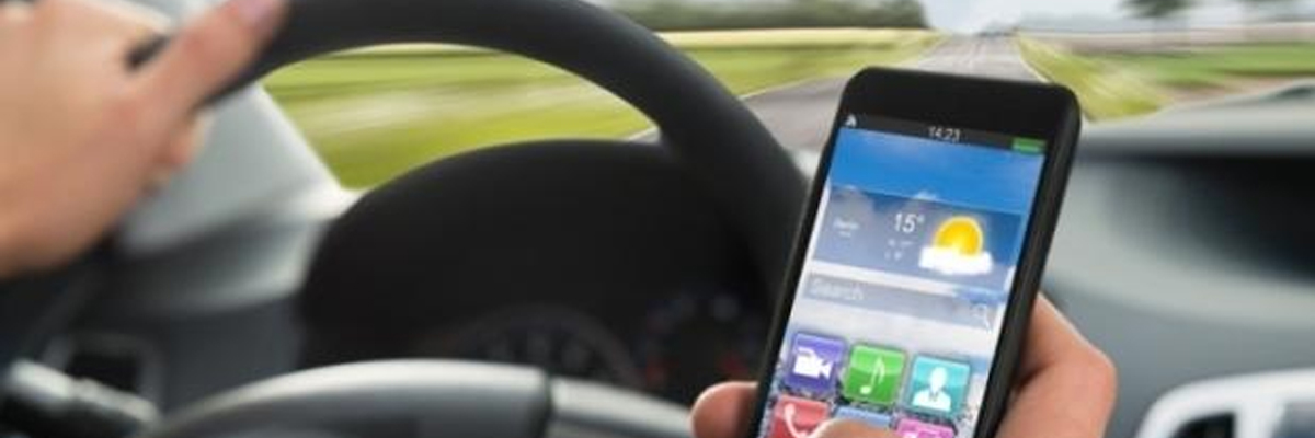 Incidente  provocato  da guida  con  cellulare: intentata causa contro Apple