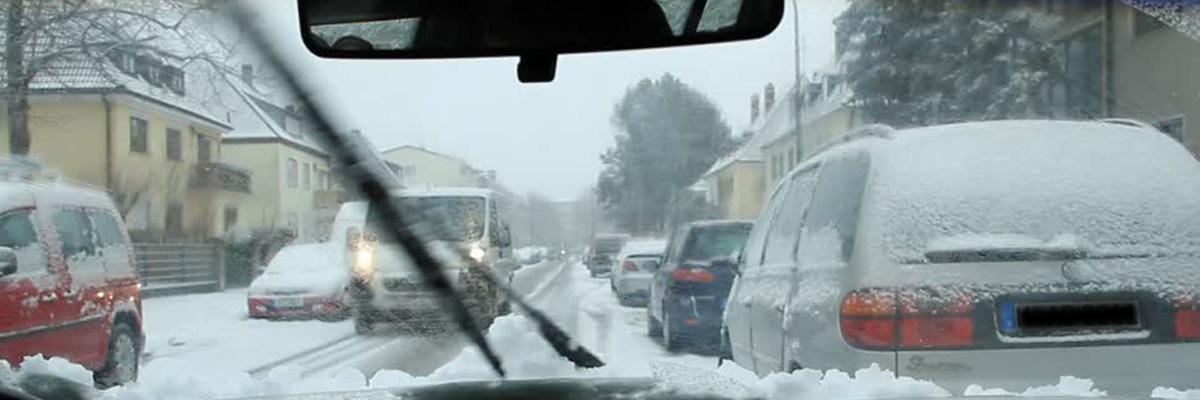 Guida sulla neve: un'auto pulita aumenta la sicurezza